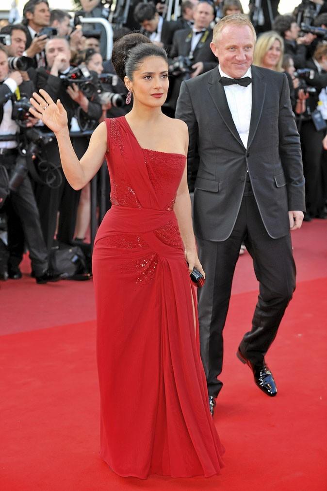 Festival de Cannes 2010 : la robe rouge asymétrique de Salma Hayek