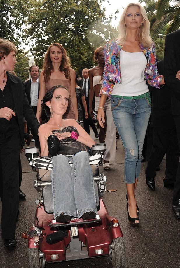 La top model Adriana Karembeu aux côtés de Lucie Carrasco, la créatrice