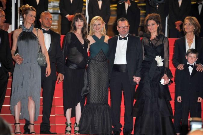 Toute l'équipe de Melancholia en haut des marches du palais des Festivals de Cannes !