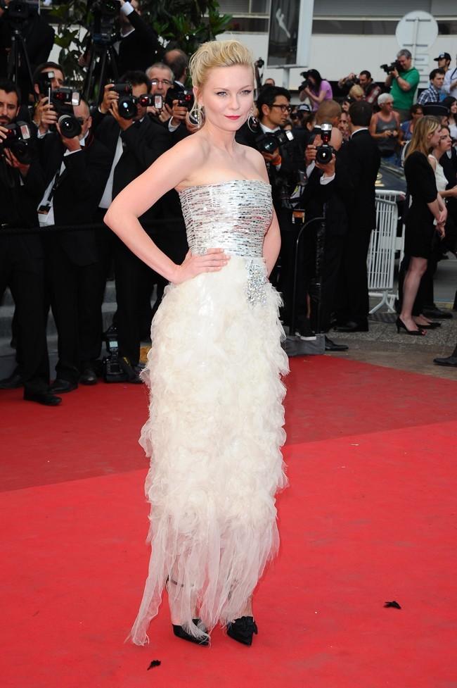 Kirsten Dunst garde un côté princesse en toute occasion, vous ne trouvez pas?