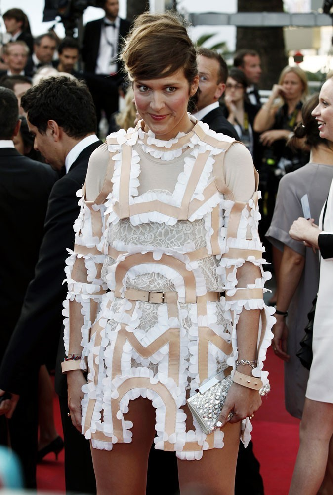 Photos : Cannes 2011 : oh, la belle robe en papier mâché !