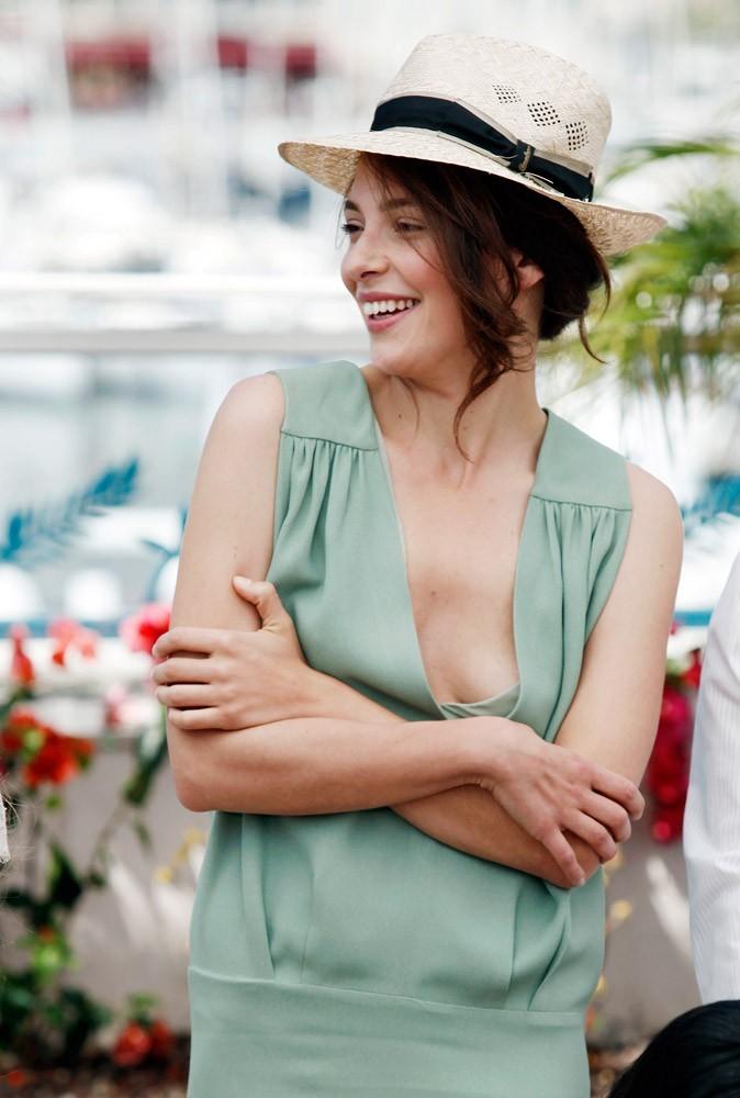 Photos : Cannes 2011 : attention Jasmine, le petit oiseau va sortir !