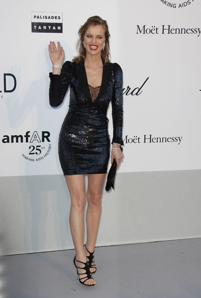 Cannes 2011 : Gala de l'AmfAR : Eva Herzigova avait la pêche ce soir !