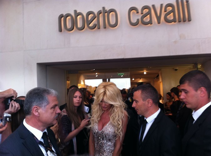 Photos : Cannes 2011 : Victoria Silvstedt arrive au cocktail Roberto Cavalli