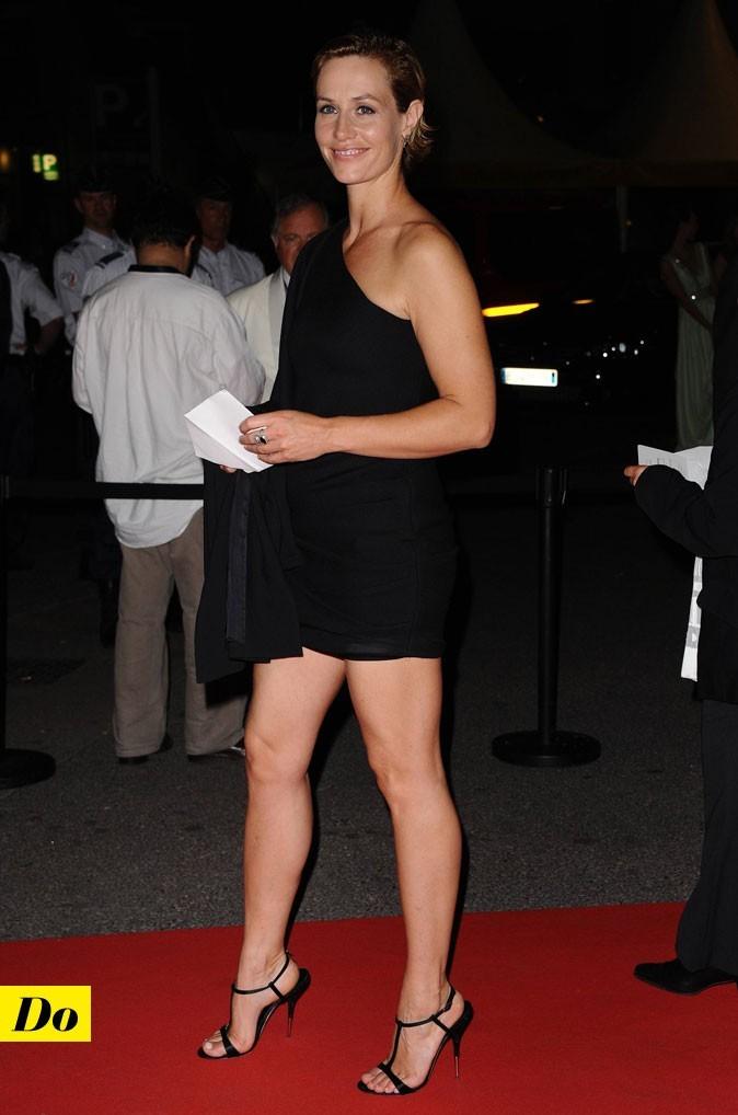 Festival de Cannes 2011 : la petite robe noire asymétrique de Cécile de France
