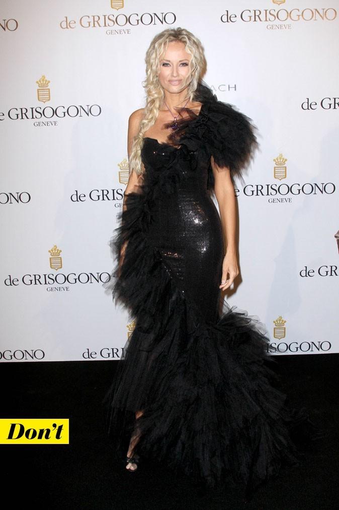 Festival de Cannes 2011 : la robe asymétrique Eva Minge d'Adriana Karembeu