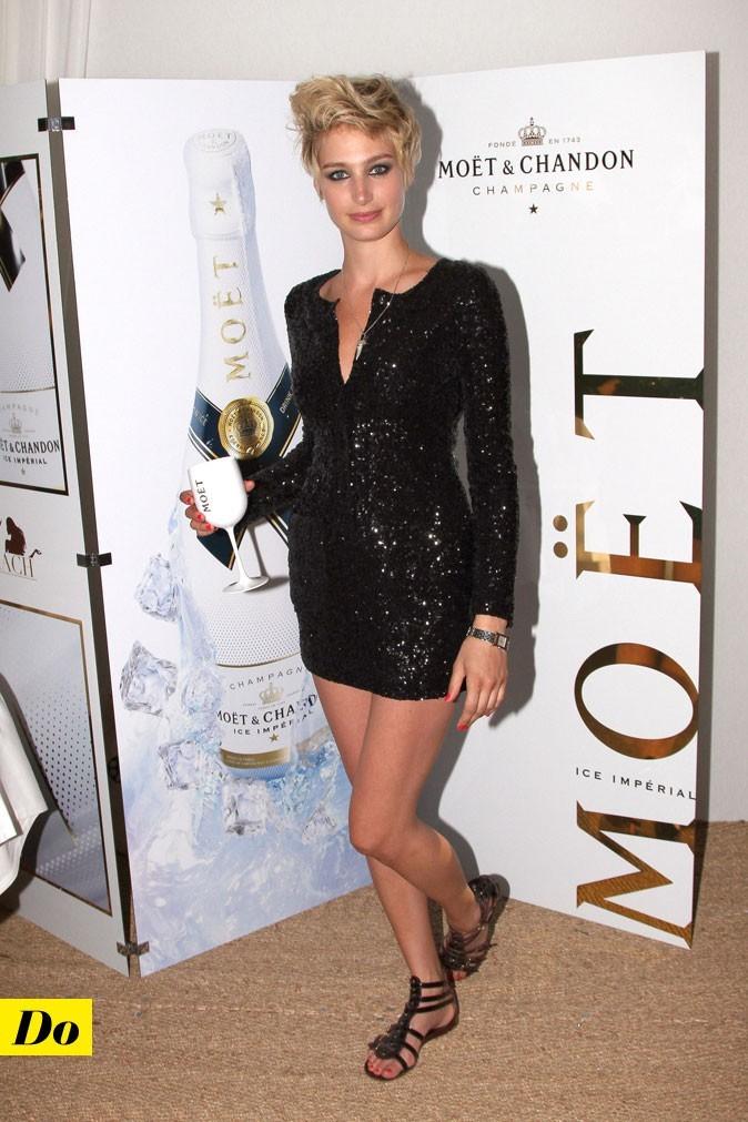 Festival de Cannes 2011 : la robe courte à sequins avec des sandales plates de Pauline Lefèvre