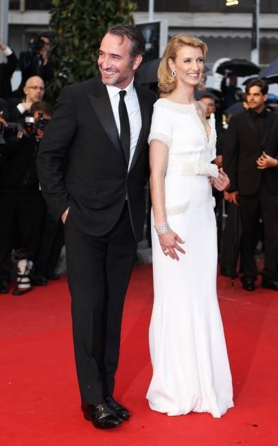 Alexandra Lamy et Jean Dujardin lors de la montée des marches du film Therese Desqueyroux à Cannes, le 27 mai 2012.