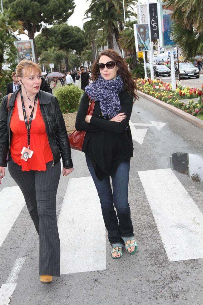 Bérénice Béjo le 18 mai 2012 dans les rues de Cannes