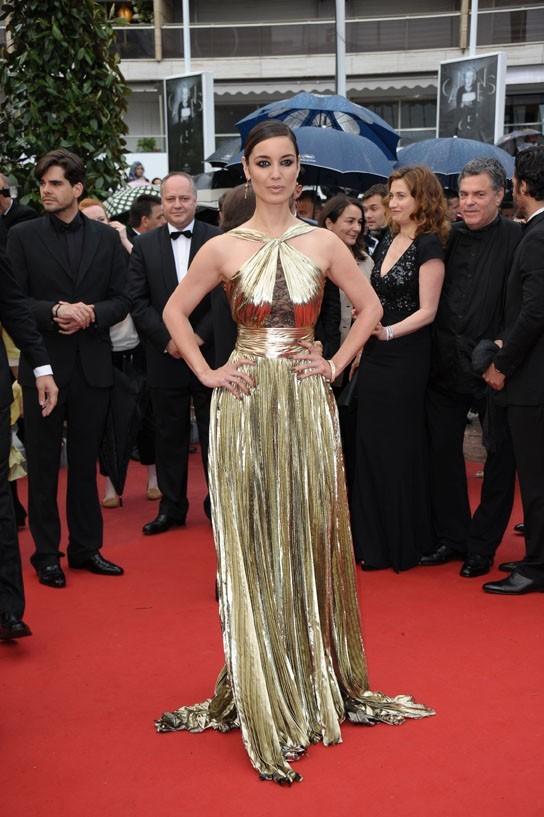 La James Bond Girl a illuminé le tapis rouge !
