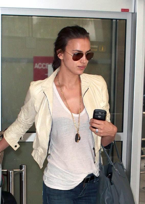 Irina Shayk à l'aéroport de Nice le 21 mai 2012