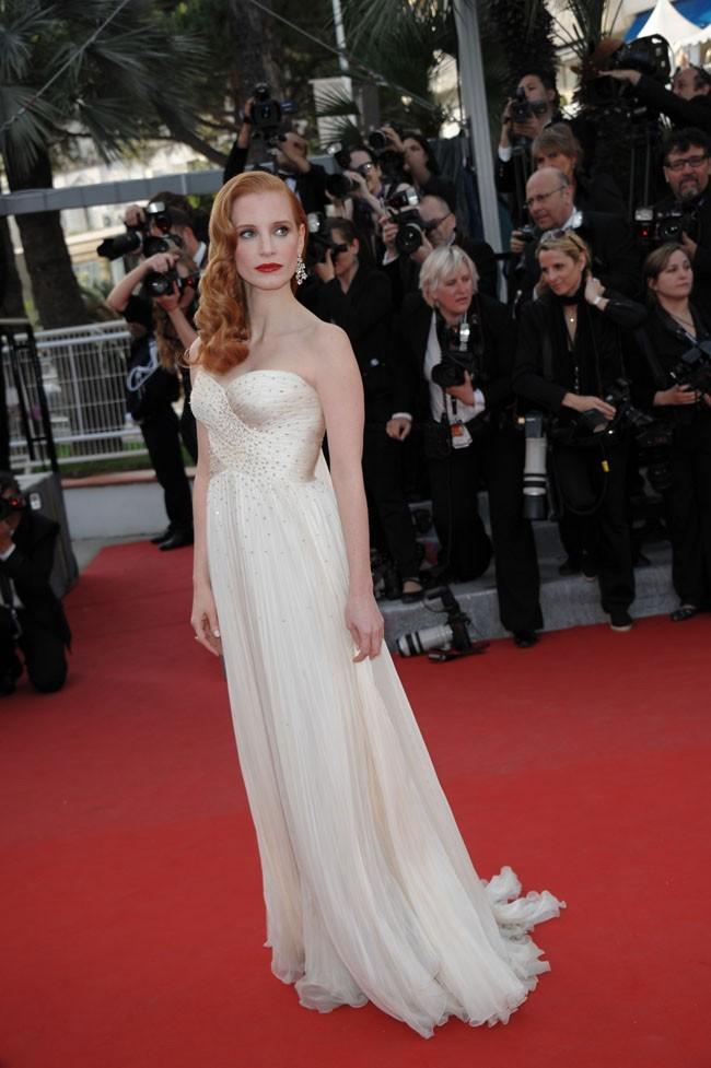 Une robe blanche parfaite pour son teint d'albâtre !