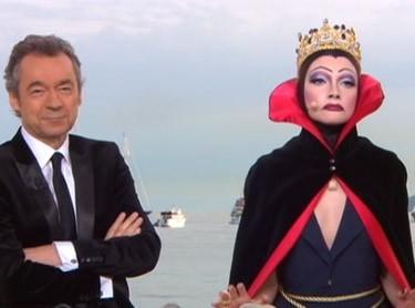 Michel, impassible à côté de la méchante reine !