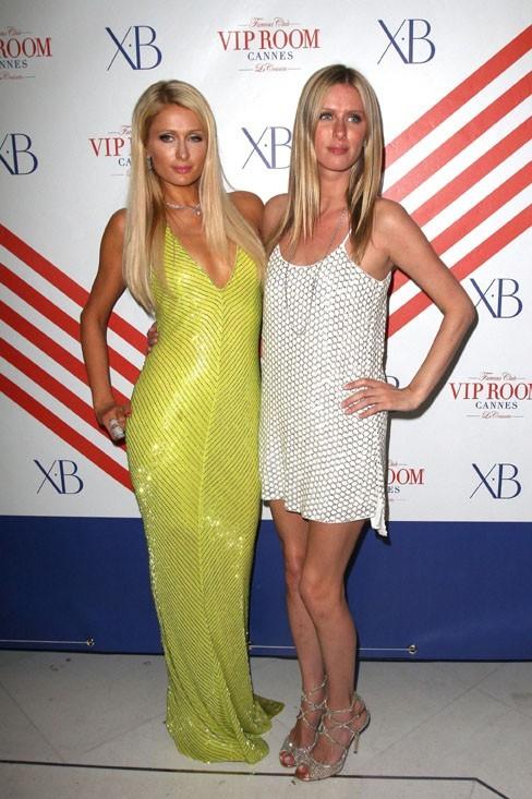 Paris et Nicky Hilton au VIP Room le 20 mai 2012