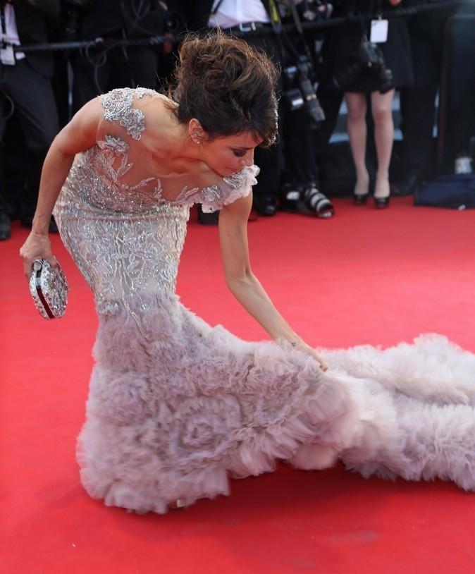 Eva Longoria a quelques problèmes de robes !