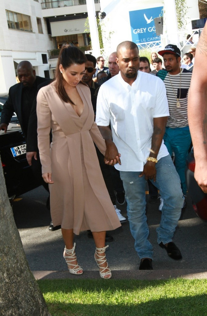 La main baladeuse de Kanye West !