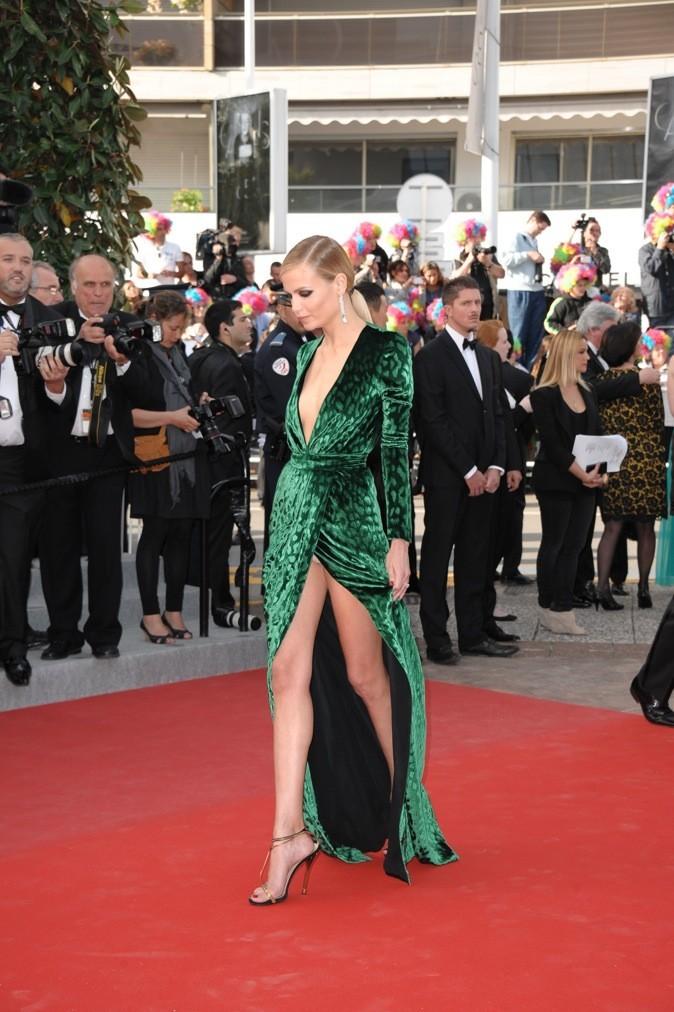 Natacha Poly a choisi une robe fendue, un peu trop d'ailleurs...