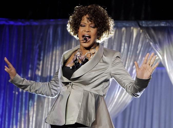 Whitney Houston : l'abus de médicaments et d'alcool l'aurait tuée…