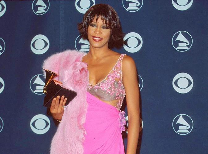Whitney Houston : un ami aurait fait disparaitre toute la drogue de sa chambre avant l'arrivée de la police…