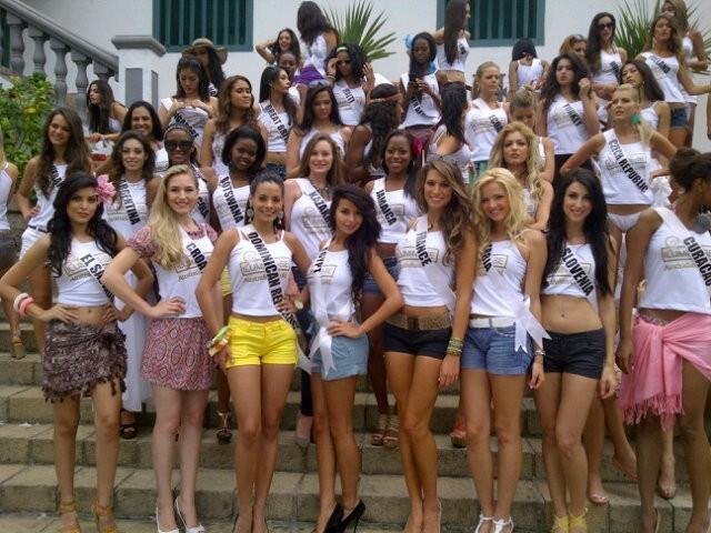 Au milieu de bombes avant l'élection de Miss Univers...pas facile !