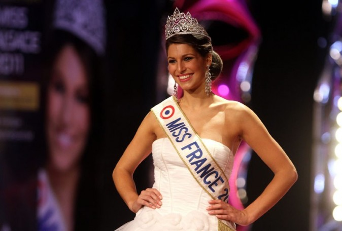 Laury Thilleman toujours aussi rayonnante !