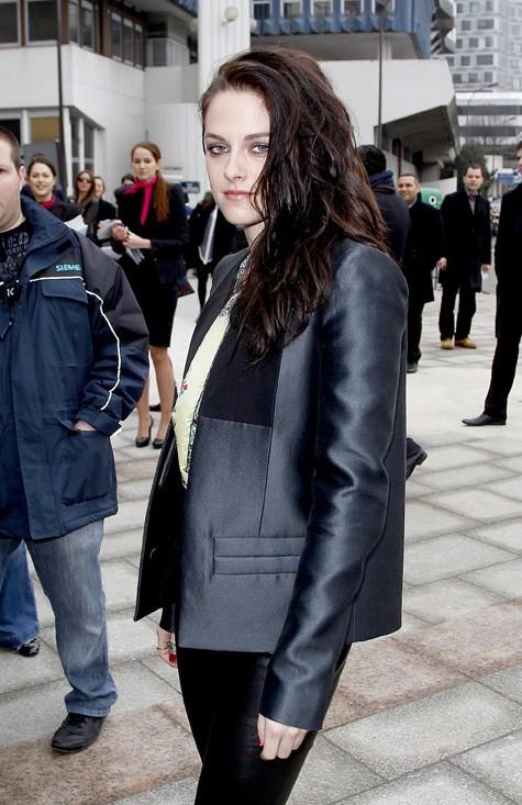 Kristen Stewart à son arrivée au défilé Balenciaga !