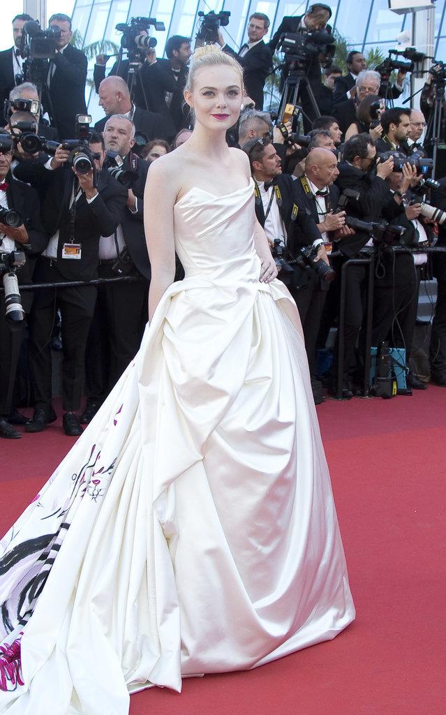 Elle Fanning en robe Vivienne Westwood - Cannes, le 17 mai 2017