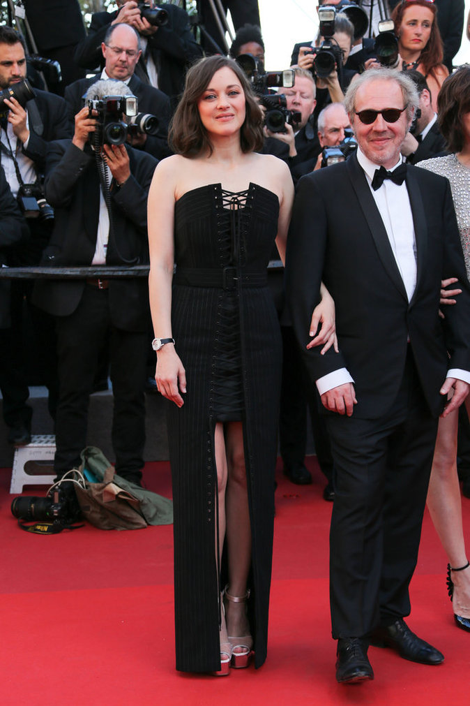 Marion Cotillard en robe Eliott Bliss, bijoux Chopard et escarpins Giuseppe Zanotti - Cannes, le 17 mai 2017