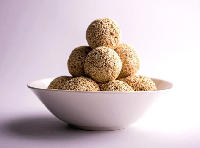 public food energy balls la recette des boules d nergie aux dattes noisettes et noix de coco. Black Bedroom Furniture Sets. Home Design Ideas