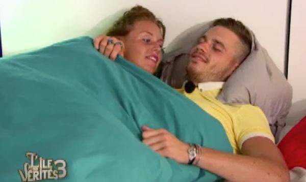 Raphaël et Aurélie se couchent ensemble
