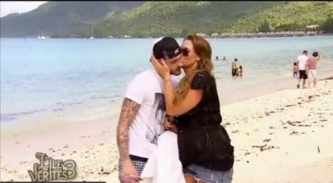 Aurélie obtient un bisou de son ex !