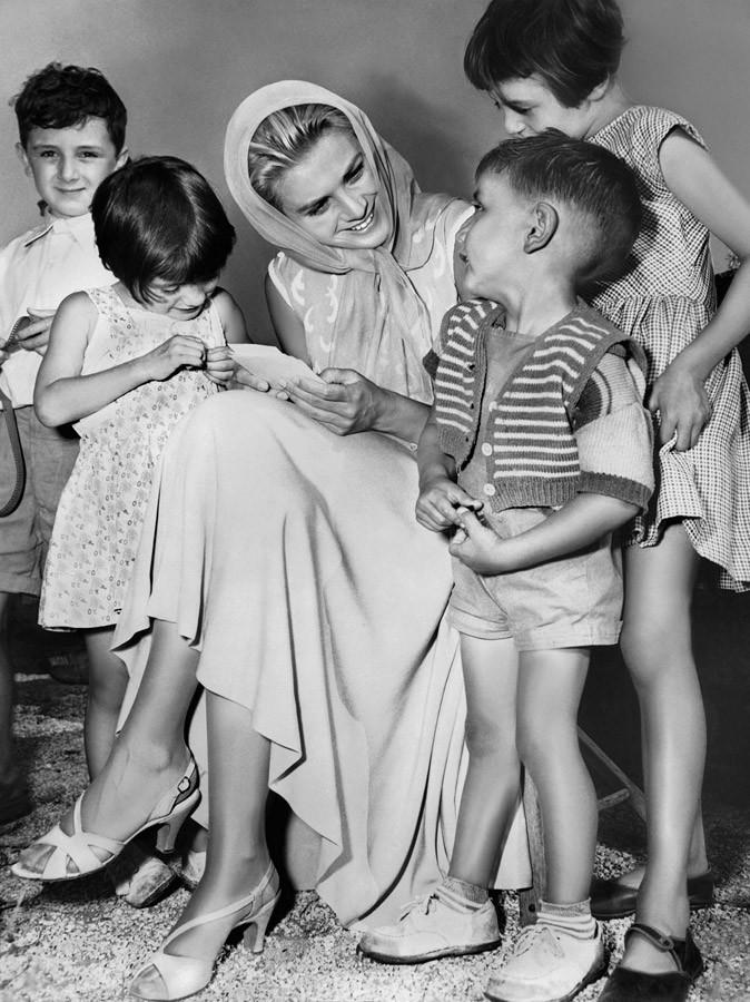 Photos : Grace Kelly se sentait proche des gens et s'investissait dans des causes humanitaires