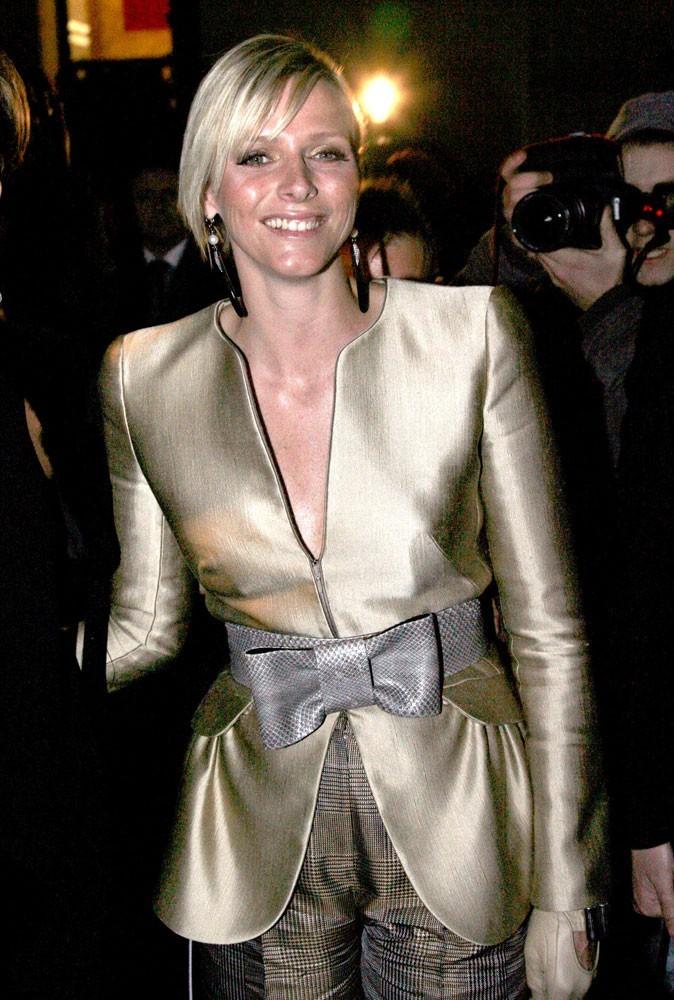 Photos : Charlene Wittstock a son pass pour tous les défilés, comme ici à Paris pour Armani, en 2009