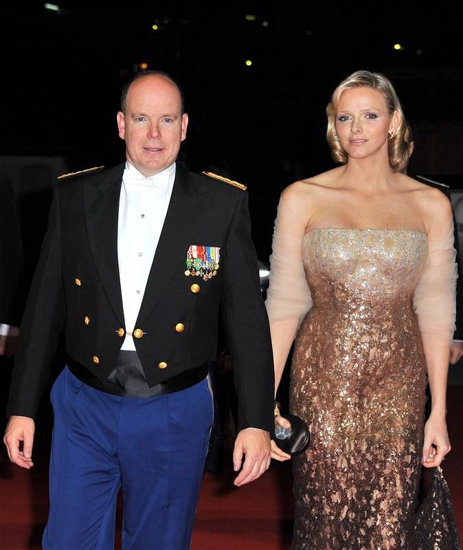 Charlene et Albert assistent au Gala de la fête nationale monégasque, en 2010