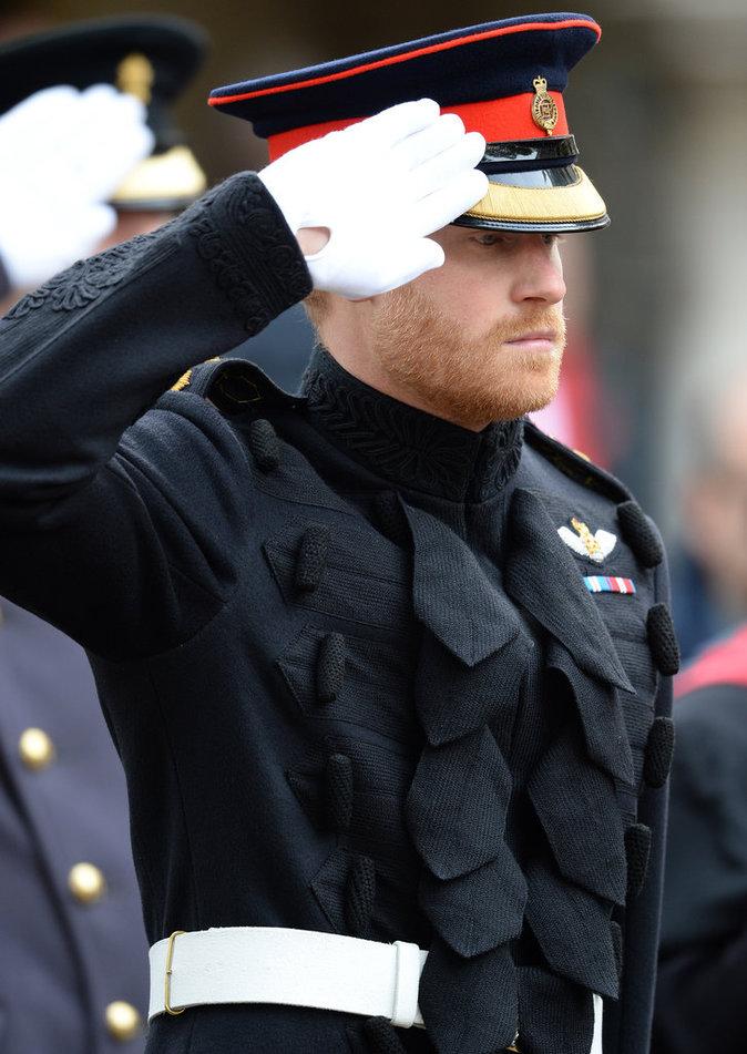 Photos : Public Man Crush : le prince Harry, touchant et élégant en uniforme militaire !