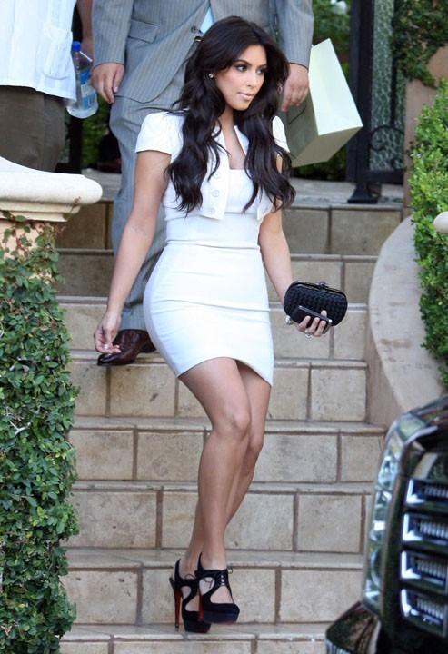 Kim élégante en blanc ...