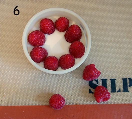 Recouvrez la crème de fraises
