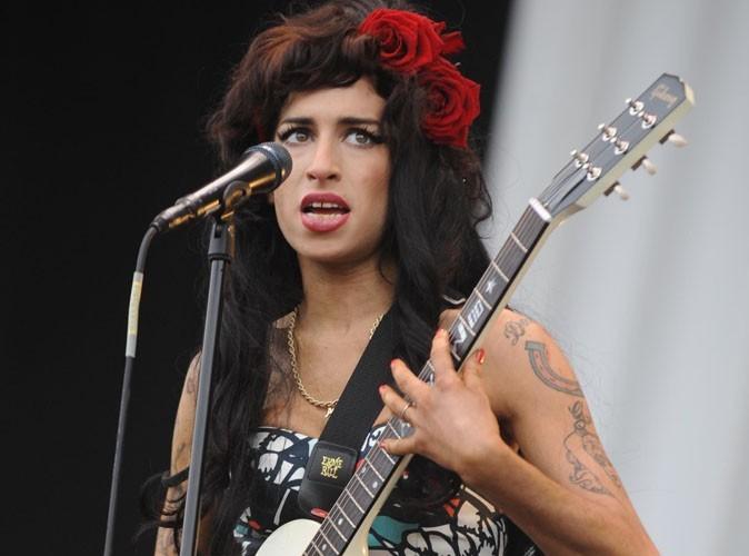 Amy Winehouse : ses fans se saoulent devant chez elle !