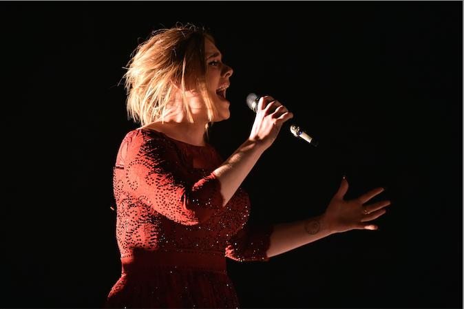 Disneyland: Adele a laissé son fils s'habiller en Reine des Neiges!