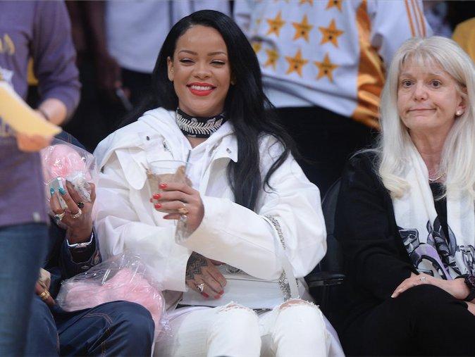 Coachella : Rihanna surprend ses fans pendant le set de Calvin Harris !