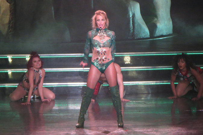 Photos : Britney Spears s'offre un nouvel album et de nouvelles tenues de scène sexy !