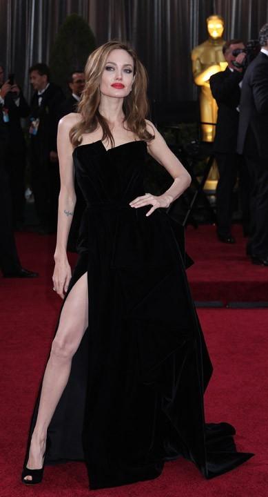 Angie la Vamp et sa jambe mécanique !