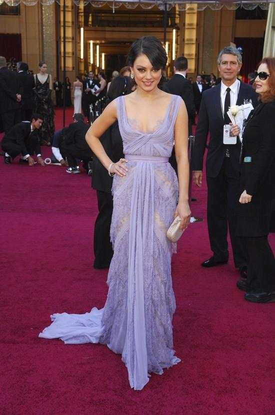 Mila Kunis en pastel