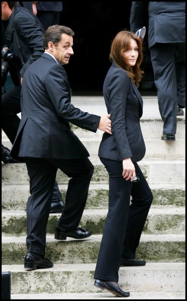 En juin 2008 : des chaussures assorties aux mocassins de Carla Bruni