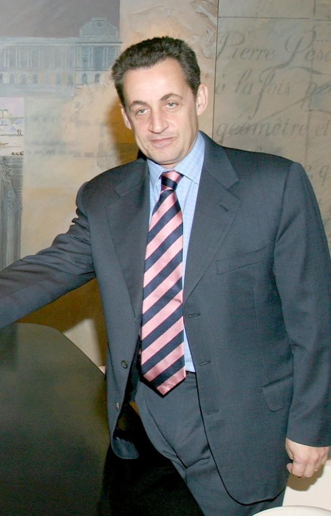 En novembre 2004 : une nouvelle cravate à rayures