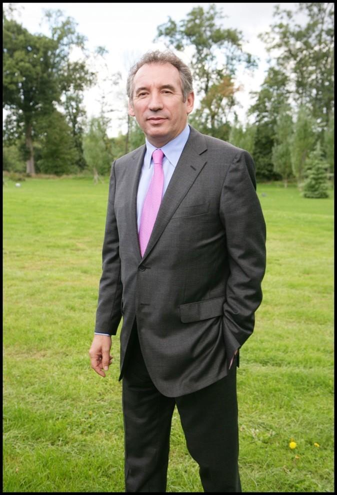 Les cravates roses, c'est son truc à lui
