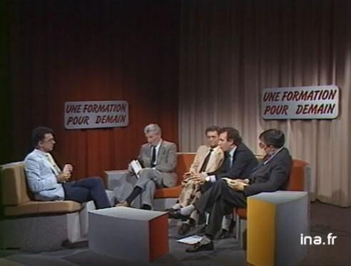 François Bayrou apparaît pour la première fois à la télévision en 1958.