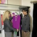 Kris Jenner m'a conseillé ce ravissant corsage en soie fuchsia...On craquerait bien… mais notre banquier aussi!