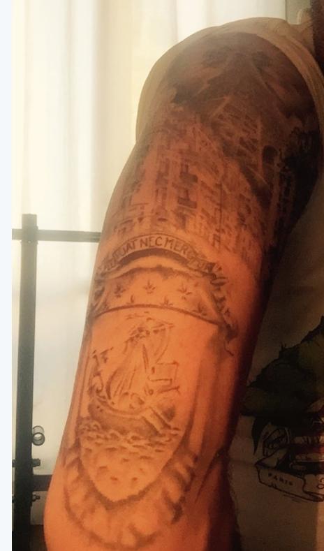 public buzz photos des tatouages en hommage aux victimes des attentats de paris. Black Bedroom Furniture Sets. Home Design Ideas