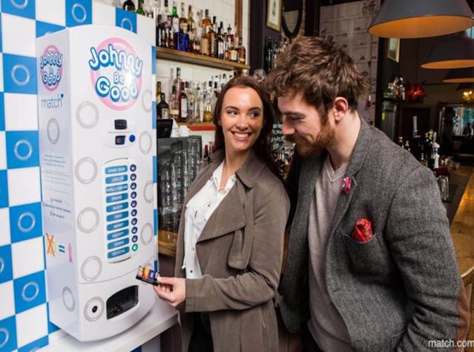 Public Buzz : Photos : Un distributeur de préservatifs pas comme les autres !